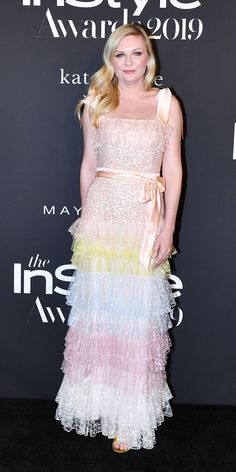 Kirsten Dunst attended the 2019 InStyle Awards wearing a multi-color Rodarte gown with an Edie Parker clutch. Celebrity Red Carpet, Celebrity Style, Christian Dior Gowns, Edie Parker Clutch, Kirsten Dunst, Tiered Skirts, Prabal Gurung, Red Carpet Looks, Fall Trends
