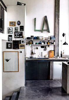 Beautifull concrete floors, lovely collection of small frames.