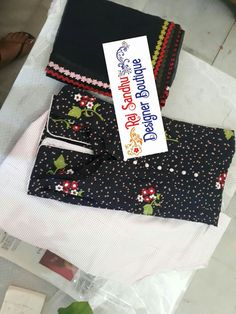 Boutique style Punjabi Suits Designer Boutique, Boutique Suits, Indian Designer Suits, Fashion Boutique, Embroidery Suits Punjabi, Embroidery Suits Design, Suit Pic, New Style Suits, Mom And Baby Dresses
