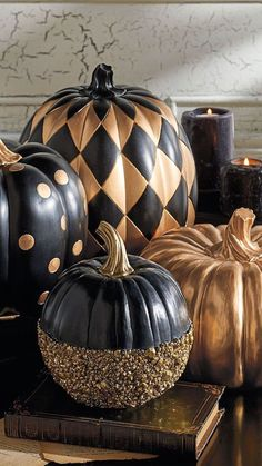 elegant halloween decor Since the foam pumpkins are a lot lighter, you can definitely pack them in. Picking the perfect pumpkin can be a significant task. It is not so hard to carve your own Halloween Pumpkin and its great fun, too. Modern Halloween Decor, Halloween Party Decor, Spooky Halloween, Halloween Pumpkins, Halloween Crafts, Halloween Ideas, Happy Halloween, Classy Halloween Decorations, Classy Halloween Wedding
