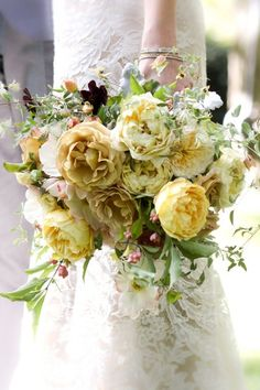 Popular Bouquet Ideas, Wedding Flowers Photos by Photography by Kimberly Coccagnia