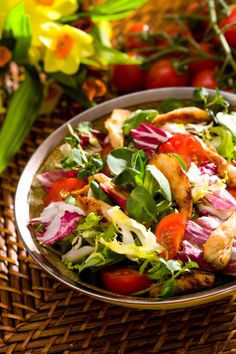 Ligeras, refrescantes y nutritivas, estas ensaladas originales son rápidas de preparar y resultan un plato ideal para cualquier ocasión. http://www.alotroladodelcristal.com/2015/04/recetas-de-ensaladas-originales-rapidas.html