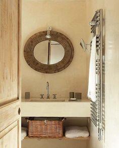 Un espejo así con un foquito de Ikea para el baño pequeño. Me gusta el color de las velas para las toallas.