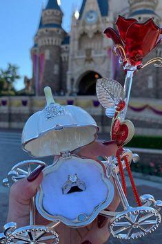 27 Disney Proposal Ideas For Your Fairy Tale ❤️ Disney proposal ideas are always cute, romantic and sometimes playful. Doesn't matter which idea will you choose. wedding proposal 27 Disney Proposal Ideas For Your Fairy Tale Disney Wedding Rings, Disney World Wedding, Disney Engagement, Disney Weddings, Engagement Rings, Cute Proposal Ideas, Romantic Proposal, Proposal Photos, Wedding Proposals