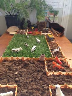 Farm play, plastic animals, artificial grass, dirt and fences. Preschool Rooms, Toddler Preschool, Play Based Learning, Kids Learning, Montessori Activities, Activities For Kids, Family Day Care, Inspired Learning, Early Childhood Education