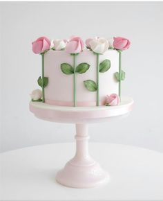 Semplice e delicata von Zoë Clark Kuchen Kuchen dekorieren Tipps und Tricks -… Semplice e delicata by Zoë Clark Cake Decorating Cakes Tips and Tricks – Cake Decorating Tips and Tricks – Gorgeous Cakes, Pretty Cakes, Cute Cakes, Amazing Cakes, Bolo Floral, Floral Cake, Tulip Cake, Floral Cupcakes, Pastel Floral
