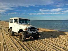 FJ40 - On the beach