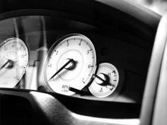 Crysler, 300c, speedometer, tachometer, black-and-white appliances