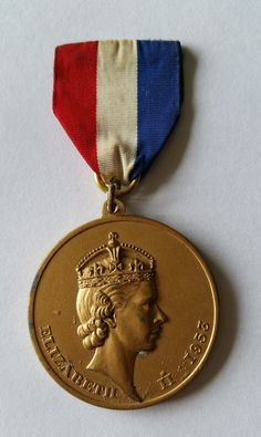 A Vintage Queen Elizabeth II Coronation Coin With Medal. Queen Elizabeth II Coronation Medal 1953. 1953 Coronation Medal by OnyxCollectables on Etsy