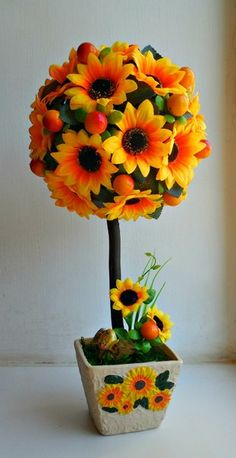 Diy Flowers, Spring Flowers, Paper Flowers, Topiary Centerpieces, Vase Crafts, Types Of Craft, So Creative, School Decorations, Flower Making