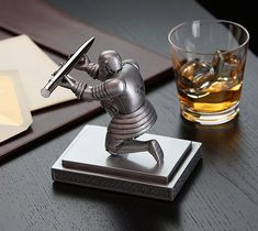 Bowing Knight Pen Holder