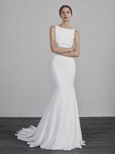 Sleeveless bateau neck mermaid wedding dress with illusion lace back. | Pronovias | Style: Enol