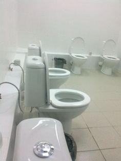 """bloglosingrip - fotos engraçadas 14 - ... mais pessoas aderindo a """"coletividade"""" nos banheiros..."""