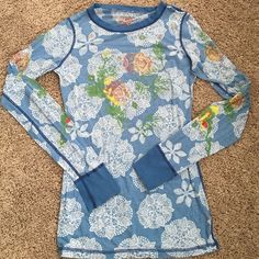 Cute  Free People top Very lite weight beautiful top!!! Super cute!!! Reminds me of 70's.  It is in good condition;). Enjoy;) Free People Tops Tees - Long Sleeve