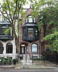 Beautiful Brownstone Row house in Chicago. I always wanted to live in a brownstone.