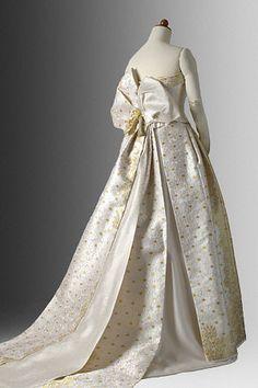 着物ドレスのローブドキモノ|白無垢ドレス
