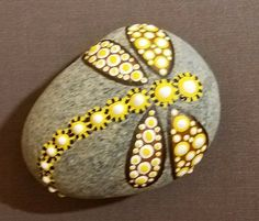 50 Best Painted Rocks Ideas, Weapon to Wreck Your Boring Time - SalvabraniUnique Rock painting Design You Can Imitate for Beginners - Salvabrani Rock Painting Patterns, Rock Painting Ideas Easy, Dot Art Painting, Rock Painting Designs, Mandala Painting, Pebble Painting, Pebble Art, Paint Designs, Stone Painting