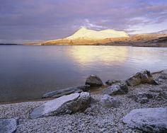 Winter Dawn Ardvreck · Lach Assynt © Ian Cameron