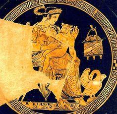 Pasifae con su hijo, Minotauro, en su regazo. Cerámica Griega.