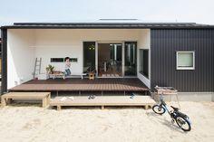 白藤の家 | ソラマド写真集 Micro House, Tiny House, Cabin Design, House Design, Earth Homes, Resort Villa, Wooden Decks, Metal Buildings, Prefab