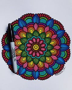 Handicraft Making - Ideas for indoor craft hobbies to do alone at home Mandala Doodle, Mandala Dots, Zen Doodle, Mandala Design, Doodle Art, Mandalas Painting, Mandalas Drawing, Little Girl Ballerina, Female Drawing