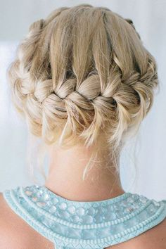 Country Wedding Hairstyles - Do you do your hair yourself and save money on your wedding day. Continue reading for some great hairstyles.