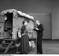 """Bertolt Brechts """"Mutter Courage und ihre Kinder""""."""