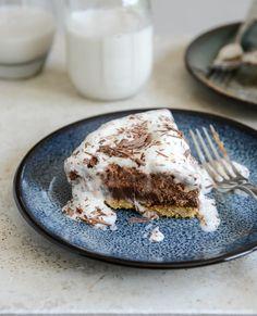 Chocolate Peanut Butter Truffle Pie I howsweeteats.com