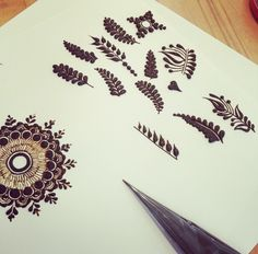 Design To Draw Patterns Leaves Ideas Modern Henna Designs, Basic Mehndi Designs, Mehndi Designs Feet, Beginner Henna Designs, Stylish Mehndi Designs, Mehndi Design Photos, Henna Designs Easy, Beautiful Mehndi Design, Henna Tattoo Designs