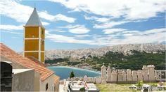 Zapierający dech w piersiach widok ze wzniesienia na którym zbudowany kaplicę sv.Iva w miasteczku Baska na wyspie Krk w Chorwacji. #baska #krk #chorwacja #croatia