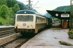 E 3283 nach Hausach über Freudenstadt verlässt in Gestalt von 627 004 + 627 002 den Bahnhof Horb. 18.06.1987 Aufnahme: Axel Tomforde, Hamburg