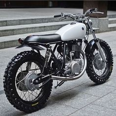 Look at several of my preferred builds - distinctive scrambler bikes like this Cg 125 Cafe Racer, Estilo Cafe Racer, Custom Cafe Racer, Cafe Racer Bikes, Motos Vintage, Vintage Bikes, Vintage Motorcycles, Brat Bike, Tracker Motorcycle