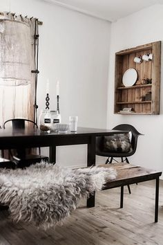Love everything about this room by Caisa K - wonderful blog!