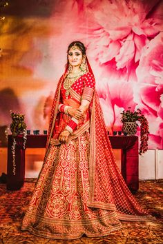 Looking for Contrasting bride and groom outfits in red and white? Browse of latest bridal photos, lehenga & jewelry designs, decor ideas, etc. on WedMeGood Gallery. Indian Bridal Photos, Indian Bridal Outfits, Indian Bridal Fashion, Indian Bridal Wear, Wedding Lehenga Designs, Designer Bridal Lehenga, Indian Bridal Lehenga, Lehenga Wedding, Wedding Mehndi