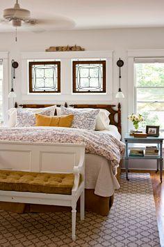 Living Vintage, Up House, Home Bedroom, Bedroom Suites, Warm Bedroom, Guest Bedrooms, Master Bedrooms, Bedroom Apartment, Bedroom Ideas