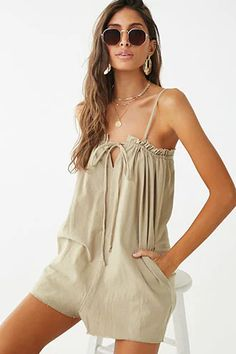 Forever 21 has the most coveted designs in Rompers + Jumpsuits! Shop the best one-piece rompers in cami and off-the-shoulder styles, try a culotte jumpsuit, or strap on a pair of denim overalls! Summer Outfits, Casual Outfits, Cute Outfits, Fashion Outfits, Emo Fashion, Latest Fashion, Fashion Trends, Rompers Women, Jumpsuits For Women