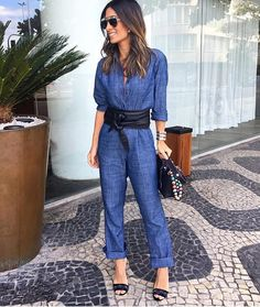 Elas usam Carol Bassi - a linda e chique @silviabraz @fhits no Rio de Janeiro com o macacão jeans + cinto faixa. They wear CB - the beautiful and chic Silvia Braz in Rio de Janeiro wearing the jeans jumpsuit + leather waist belt. #carolbassi #carolbassibrand #fhits