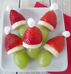 Grinch Fruit Kabobs food recipes christmas christmas recipes christmas ideas christmas food christmas party favors christmas desserts ideas for christmas healthy christmas food Christmas Party Snacks, Snacks Für Party, Holiday Treats, Christmas Baking, Christmas Cheese, Family Christmas, Christmas Fruit Ideas, Party Games, Christmas Fruit Snacks