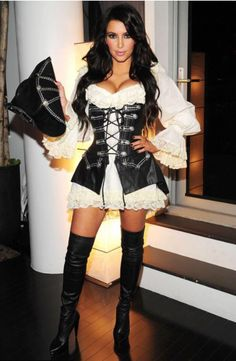 Kim Kardashian Halloween Costume 13 Halloween Costume that Kim Kardashian wear over the years Kim Kardashian Halloween Costume . Sexy Pirate Costume, Pirate Fancy Dress, Pirate Halloween Costumes, Celebrity Halloween Costumes, Halloween 2014, Halloween Outfits, Halloween Ideas, Kim Kardashian 2010, Looks Kim Kardashian