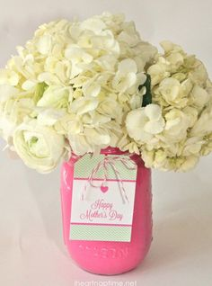Thirty Mason Jar Ideas for Mother's Day: Crafts, gifts, decor and more for Mom and Grandma for Mother's Day. Mason Jar Crafts, Mason Jars, Deco Floral, Mothers Day Crafts, Jar Gifts, Bottles And Jars, Creative Gifts, Homemade Gifts, Mother Day Gifts