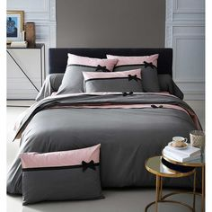 8 Cheap Things to Maximize a Small Bedroom. Bed Cover Design, Cushion Cover Designs, Bed Covers, Duvet Cover Sets, Dark Rose, Designer Bed Sheets, Diy Throw Pillows, Clean Bedroom, Decorating Bedrooms