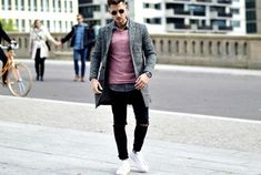 Easy style guides on how to dress for body shape - men's style guide Mens Fashion Casual Shoes, Smart Casual Outfit, Casual Wear For Men, Mens Fashion Suits, Men's Fashion, Modern Fashion, Dress For Body Shape, Style Costume Homme, Mens Style Guide