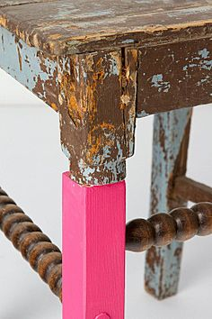 Adding a new led to old desk - #pink (Création Swarm studio pour Anthropologie)