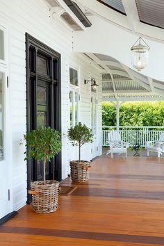 Design Space - Bold Entrance Queenslander - Queenslander Homes Queenslander House, Weatherboard House, House With Porch, House Front, Front Verandah, Front Porches, Building A Porch, House Painting, House Colors