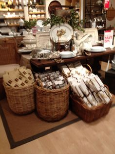 William Sonoma - New York - Homewares - Cook & Dine - Lifestyle - Visual Merchandising - Landscape - Tables - www.clearretailgroup.eu