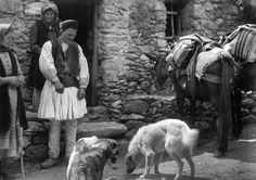 Frederic Francois Boisson was the first foreign photographer in Greece. He spent three decades taking photos of Greece's villages and landscapes. Greek Men, Old Greek, Greek Life, Old Pictures, Old Photos, Vintage Photos, Parthenon, Acropolis, Greece People