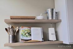 Binnenkijken in ... een moderne keuken in wit, hout en groen in een herenhuis in Utrecht na STIJLIDEE Interieuradvies en Styling via www.stijlidee.nl