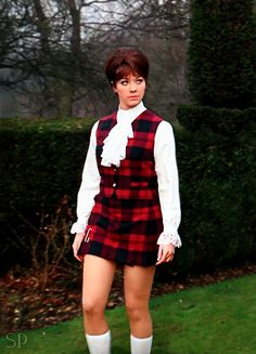 Linda Thorson as Tara King in the Avengers, beautiful in Tartan. The Avengers, Avengers Women, Linda Thorson, Diana Riggs, Tv Vintage, Uk Tv Shows, Tara King, Emma Peel, Canadian Actresses