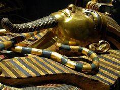 Круна и регалија у древном Египту