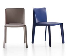 Supremely simple Doyl padded leather chair by Gabriele & Oscar Buratti Funny Furniture, Space Furniture, Furniture Design, Sofa Chair, Upholstered Chairs, Armchair, Single Chair, Dining Table Chairs, B & B
